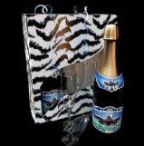 圣诞节日礼物,名酒和玻璃酒杯3D模型