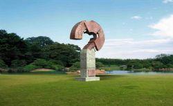 问号形状的雕塑